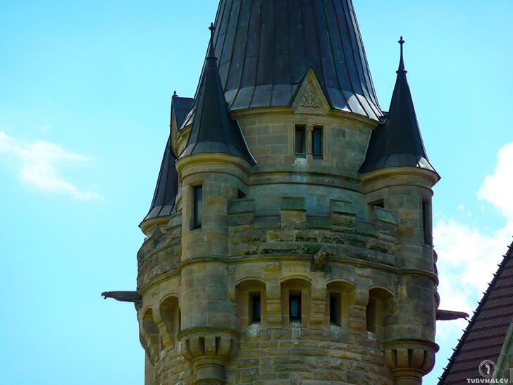 Zamek wMosznej czyli polski Hogwart wieża zamkowa