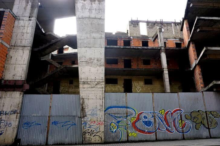 Mojszaracja Bytom zbrzydkiej strony - niedokończony parking Agory